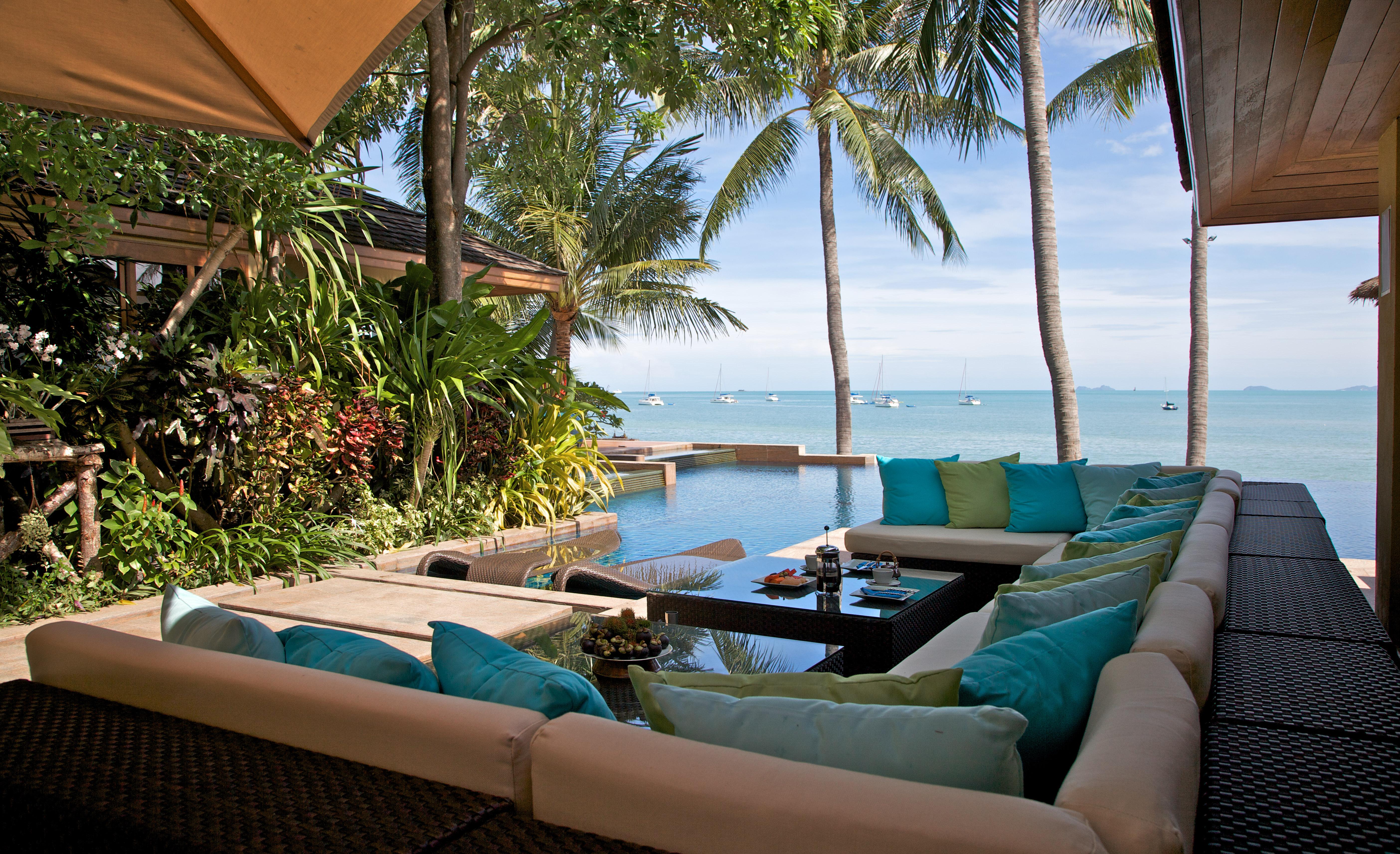 Outdoor Terrace poolside Lounge